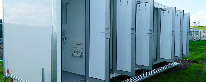 White 6 bay mobile shower unit